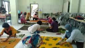Pelatihan Ecoprint bagi Warga Kampung Kumendaman dan Anggota P2WKSS Kelurahan Suryodiningratan